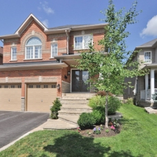 New Listing @ 32 Carlinds Drive in Whitby - 3 Bedroom and 4 Washroom
